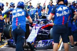 Toro Rosso team oefent pitstop