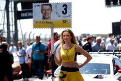 Grid girl voor Paul Di Resta, Mercedes-AMG Team HWA