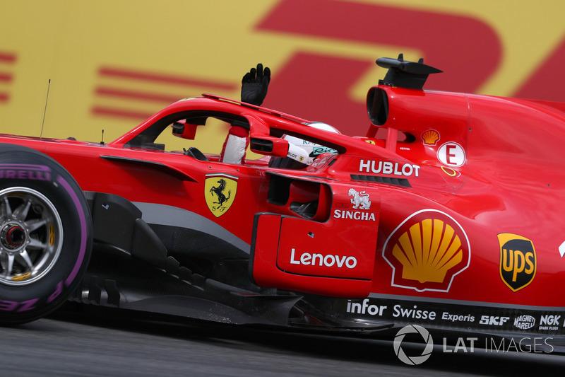 Sebastian Vettel, Ferrari SF71H, festeggia la pole position