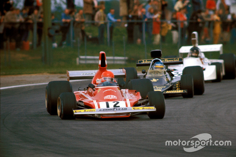 1974, Niki Lauda,Ferrari, precede Ronnie Peterson, Lotus e James Hunt, March