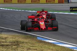 Kimi Raikkonen, Ferrari SF71H en Sebastian Vettel, Ferrari SF71H