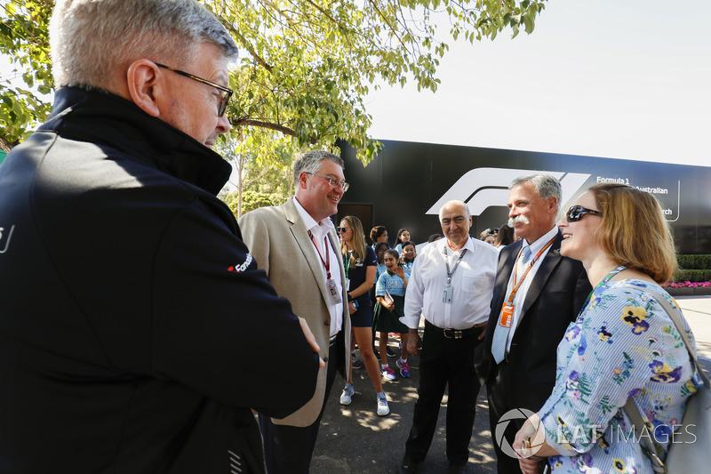 Ross Brawn, Managing Director del Motorsport, FOM, e Chase Carey, Chairman, Formula Uno, incontrano degli ospiti