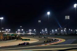 Brendon Hartley, Toro Rosso STR13 Honda, devant Carlos Sainz Jr., Renault Sport F1 Team R.S. 18, Marcus Ericsson, Sauber C37 Ferrari, et Lance Stroll, Williams FW41 Mercedes