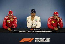 Sebastian Vettel, Ferrari, Lewis Hamilton, Mercedes-AMG F1 en Kimi Raikkonen, Ferrari in de persconferentie