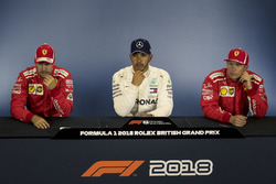 Sebastian Vettel, Ferrari, Lewis Hamilton, Mercedes-AMG F1 e Kimi Raikkonen, Ferrari, nella conferenza stampa