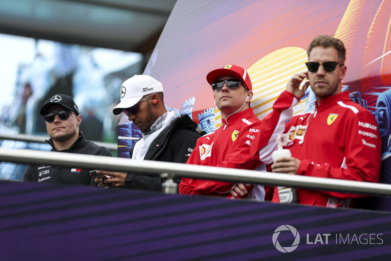 Valtteri Bottas, Mercedes-AMG F1, Lewis Hamilton, Mercedes-AMG F1, Kimi Raikkonen, Ferrari and Sebastian Vettel, Ferrari on the drivers parade