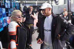 Christina Aguilera con Lewis Hamilton, Mercedes AMG F1