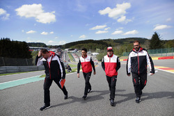 Fernando Alonso, Kazuki Nakajima, Toyota Gazoo Racing, track walk
