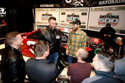 Austin Dillon, Richard Childress Racing Chevrolet Camaro con i membri della crew