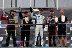 Podio: il vincitore Kris Richard, Target Competition Hyundai i30 N TCR, il secondo classificato Julien Briché, JSB Compétition Peugeot 308 TCR, il terzo classificato Maxime Potty, Comtoyou Racing Volkswagen Golf GTI TCR