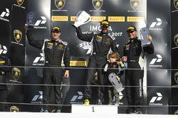 Podium LB Cup : le vainqueur Ryan Hardwick, Antonelli Motorsport, le deuxième, Cameron Cassels, Prestige Performance, le troisième, JC Perez, Antonelli Motorsport