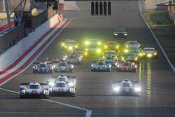 Partenza: #1 Porsche Team Porsche 919 Hybrid: Neel Jani, Andre Lotterer, Nick Tandy al comando davanti a #7 Toyota Gazoo Racing Toyota TS050-Hybrid: Mike Conway, Kamui Kobayashi, Jose Maria Lopez
