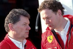 John Barnard, Chief Designer Ferrari, con Mike Coughlan, Project Leader Design Ferrari