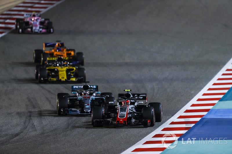 Kevin Magnussen, Haas F1 Team VF-18 Ferrari, Lewis Hamilton, Mercedes AMG F1 W09, Nico Hulkenberg, R