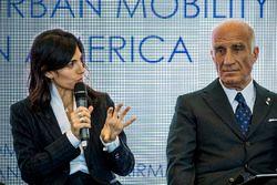 Virginia Elena Raggi, maire de Rome, Angelo Sticchi Damiani, président de l'ACI, lors de la conférence FIA Smart Cities