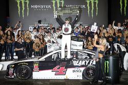 Победитель Кевин Харвик, Stewart-Haas Racing Ford