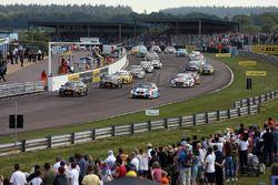 Arrancada carrera 2 - Matt Neal, Halfords Yuasa Racing Honda Civic Type R and Colin Turkington, West Surrey Racing BMW 125i M Sport