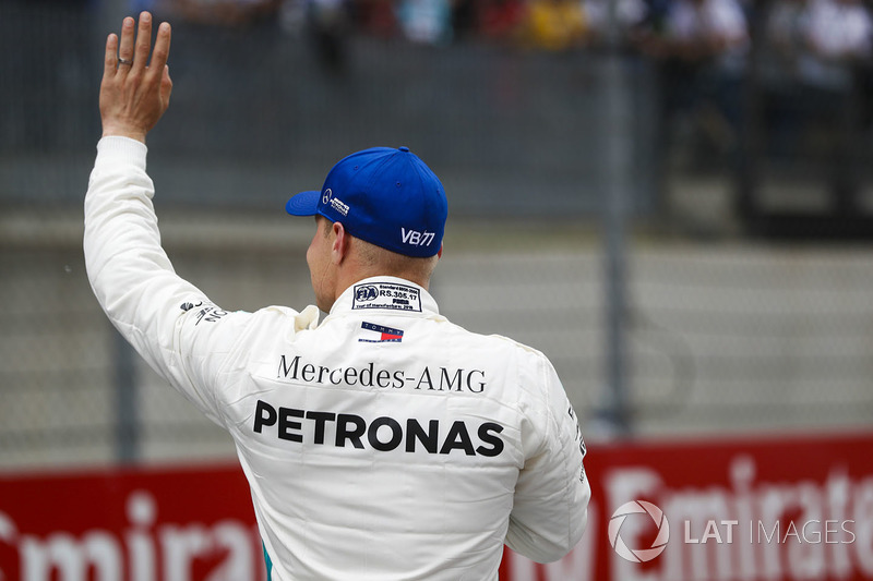 Pole sitter Valtteri Bottas, Mercedes AMG F1, waves to the fans