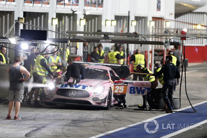 Pit stop, #24 SPS automotive performance Mercedes-AMG GT3: Alexandre Coigny, Iradj Alexander-David, Richard Feller, Antonin Borga