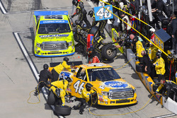 Todd Gilliland, Kyle Busch Motorsports Toyota and Matt Crafton, ThorSport Racing Toyota