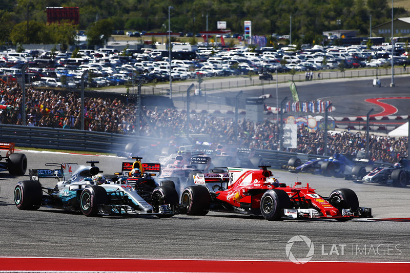 Lewis Hamilton, Mercedes AMG F1 W08, Sebastian Vettel, Ferrari SF70H, battle at the start of the rac