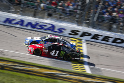 Ricky Stenhouse Jr., Roush Fenway Racing Ford and Kurt Busch, Stewart-Haas Racing Ford