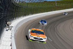 Ryan Blaney, Wood Brothers Racing Ford and Dale Earnhardt Jr., Hendrick Motorsports Chevrolet