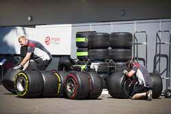 Haas F1 Team engineers with tyres