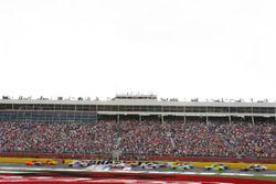 Départ : Martin Truex Jr., Furniture Row Racing Toyota, mène