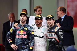 Top three finishers, Lewis Hamilton, Mercedes AMG F1, Daniel Ricciardo, Red Bull Racing and Sergio P