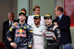 Podium : Lewis Hamilton, Mercedes AMG F1, Daniel Ricciardo, Red Bull Racing et Sergio Perez, Force India
