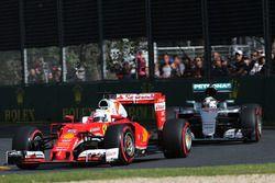 Себастьян Феттель, Ferrari SF16-H и Льюис Хэмилтон, Mercedes AMG F1 Team W07