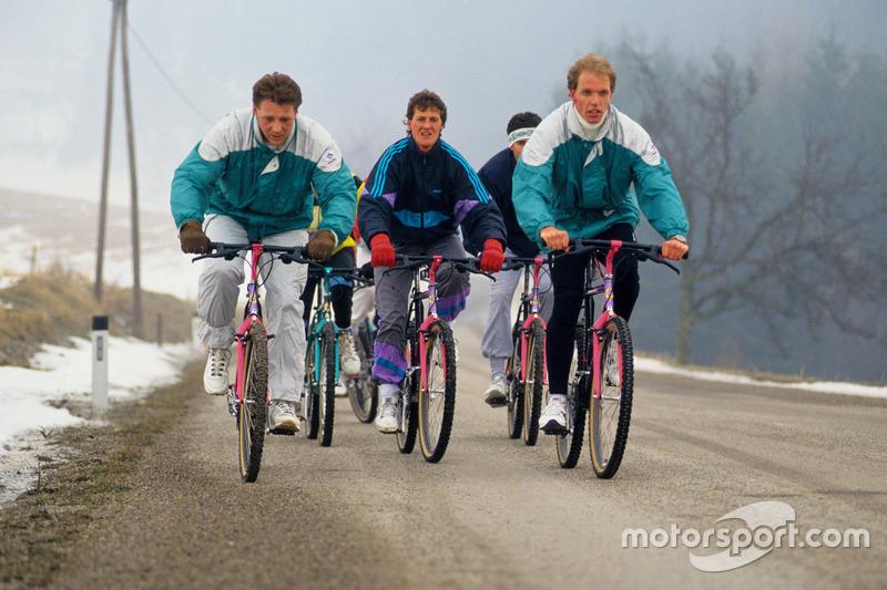 Тренировка пилотов Mercedes - Йорг ван Оммен и Михаэль Шумахер