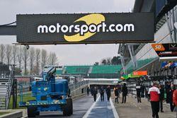 Motorsport.com signage on pitlane