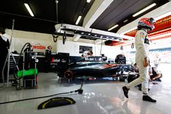 Jenson Button, McLaren MP4-31 in the garage, as his car is worked on