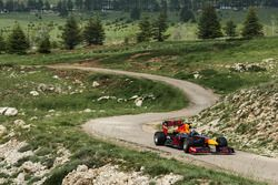 Carlos Sainz Jr. mit dem Red Bull RB7 im Cedars of God Forest