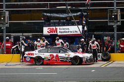 Chase Elliott, Hendrick Motorsports Chevrolet pit action