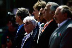 Bernie Ecclestone, durante el himno nacional