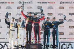 Overall podium: ganadores, Eric Curran, Dane Cameron, Action Express Racing, segundo, Christian Fitt