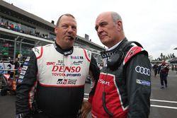 John Steeghs, Toyota Racing Team Manager habla con Dr. Wolfgang Ullrich, jefe de Audi Sport