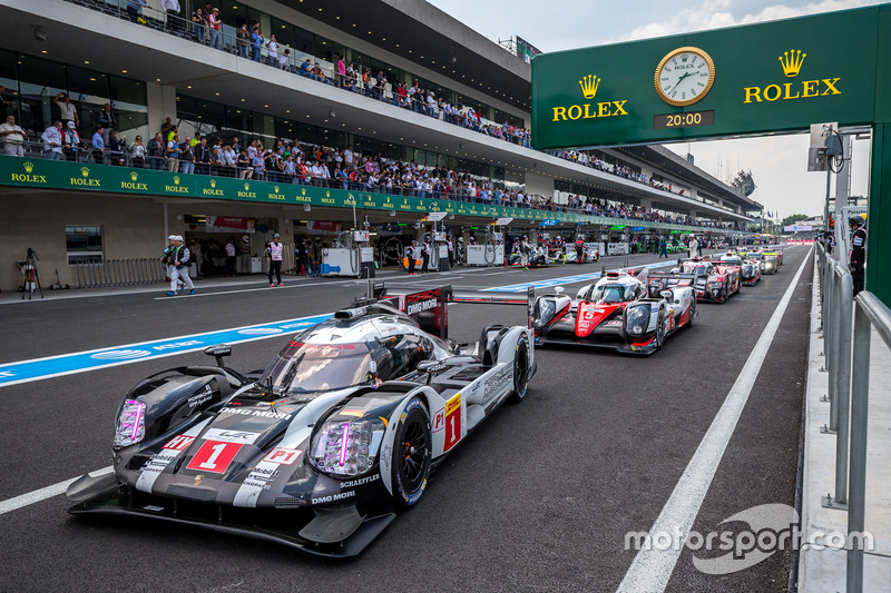 LMP1 cars lined up for qualifying