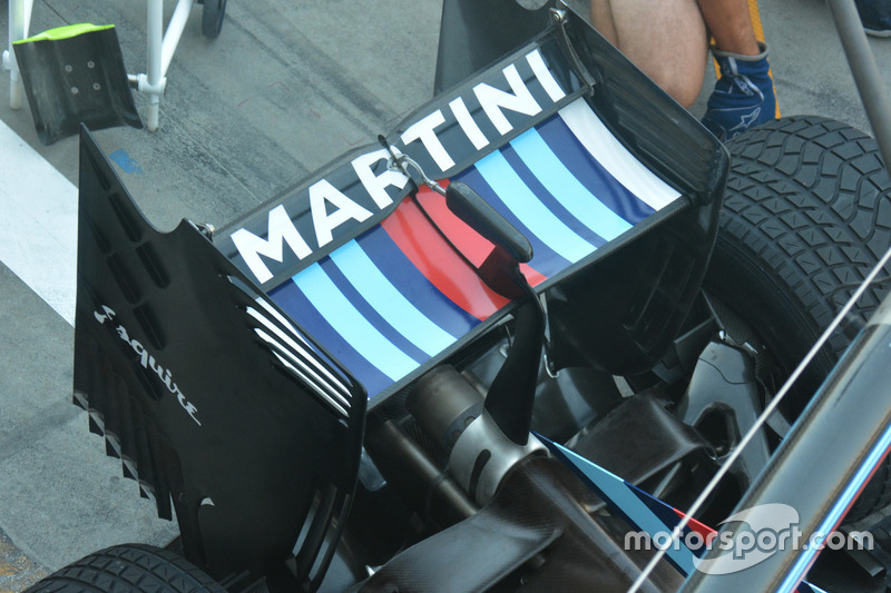 Williams FW38, arka kanat
