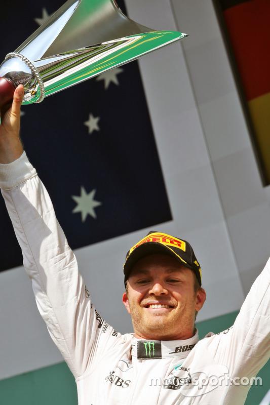 Podio: il vincitore diella gara Nico Rosberg, Mercedes AMG F1 festaggia sul podio