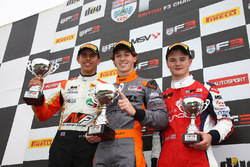 Podium: race winner Matheus Leist, Double R Racing, second place Harrison Scott, HHC Motorsport, third place Ben Hingeley, HHC Motorsport