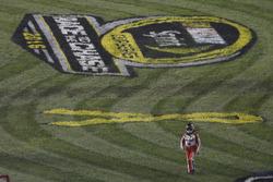 Tony Stewart, Stewart-Haas Racing s'extirpe de sa voiture après son crash