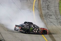 Kurt Busch, Stewart-Haas Racing Chevrolet crashes at the finish