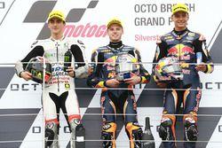 Podium: racewinnaar Brad Binder, Red Bull KTM Ajo, tweede plaats Francesco Bagnaia, Aspar Team Mahin