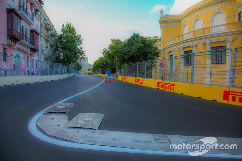 Поворот 15 траси в Баку