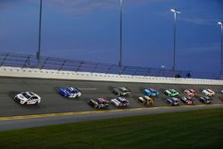 Restart: Elliott Sadler, JR Motorsports Chevrolet leads