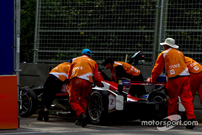 Crash, Sam Bird, DS Virgin Racing